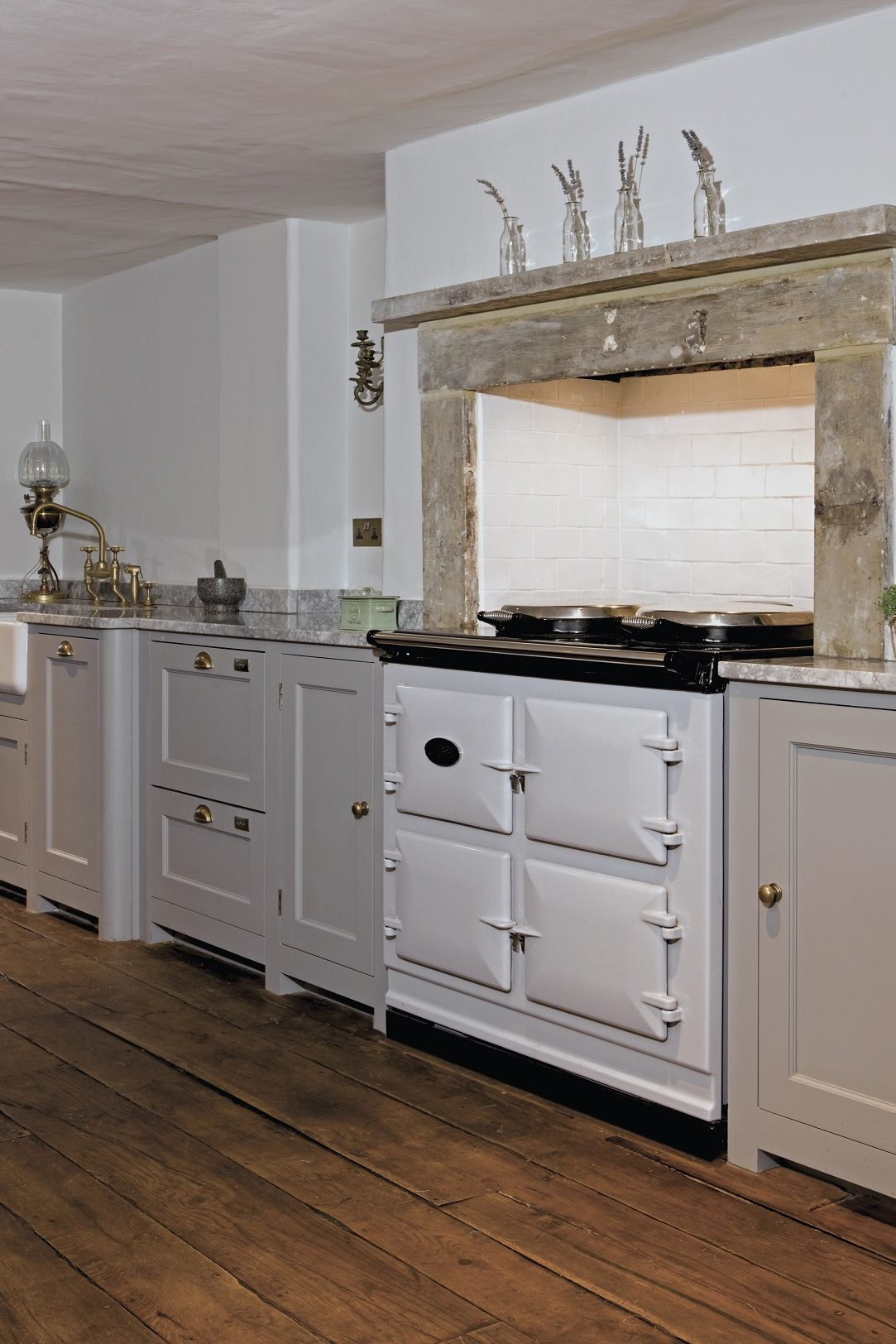 Country kitchen AGA ans stone mantel