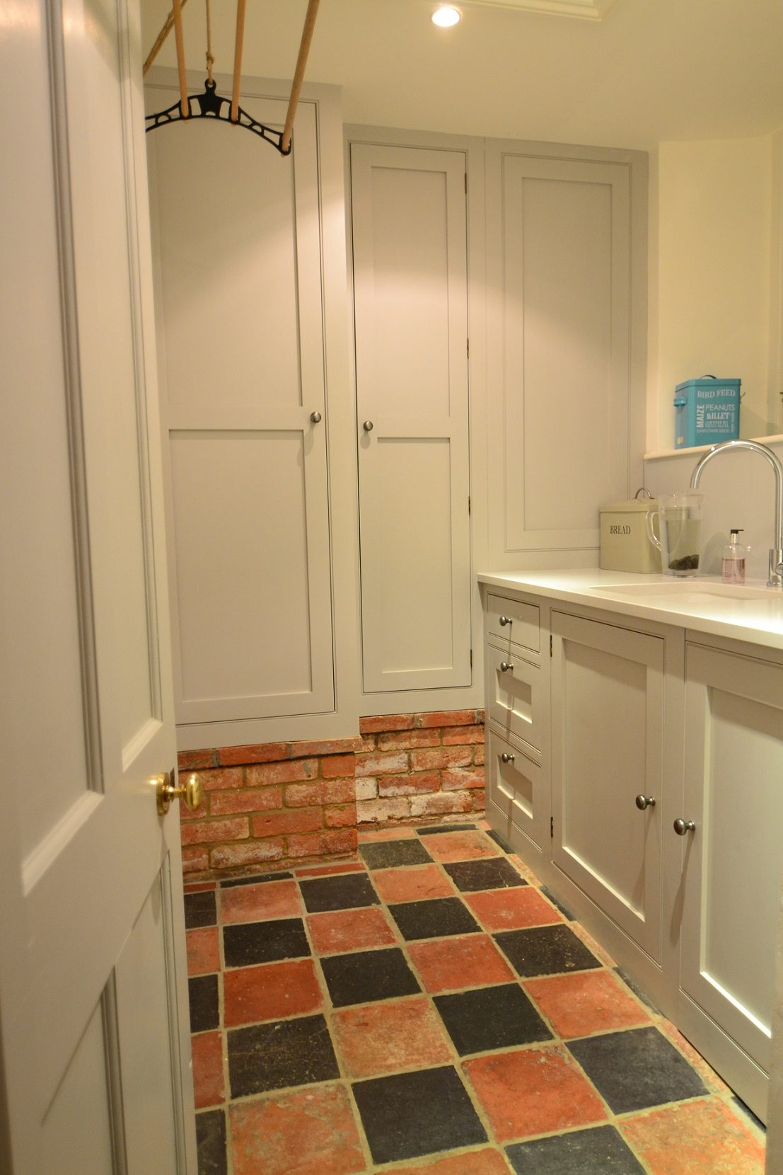 Tiled utility room with made to measure cabinets
