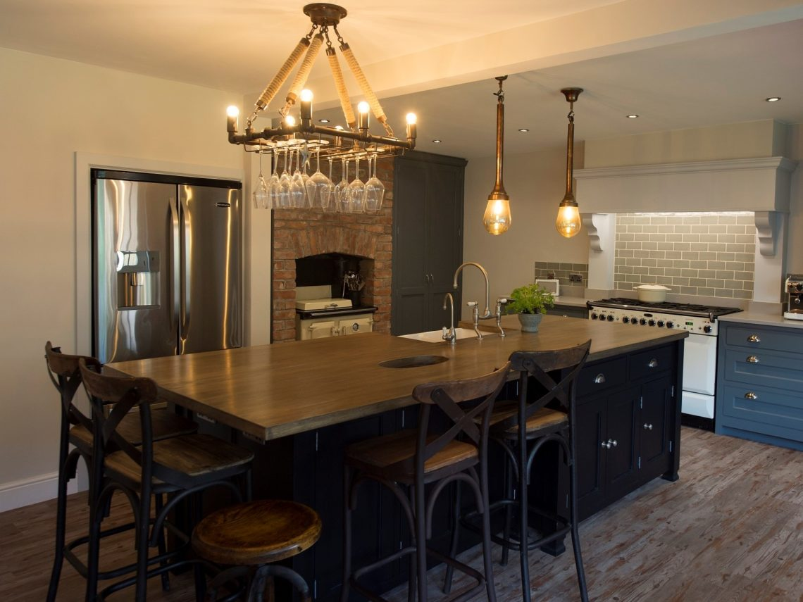 Kitchen island & bar stools